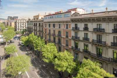 Spacious commercial premises in Eixample district